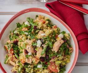 Lososový salát s quinou, fetou a míchanou zeleninou
