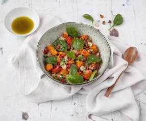 Sałatka z komosy ryżowej (quinoa) z pieczoną dynią i granatem