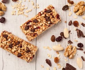Energy bars with cereals and dried fruit