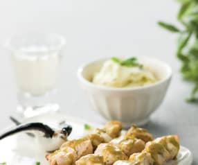 Espetadas de frango com mel e puré com manjericão