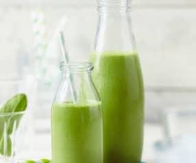 Zelené smoothie s banánem a arašídovým máslem