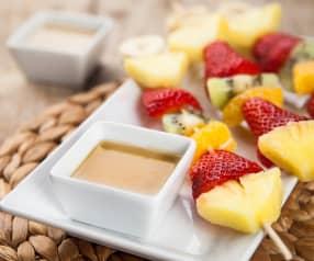 Spiedini di frutta con salsa mou