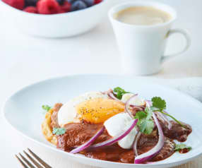 Huevos poché con mole vegano