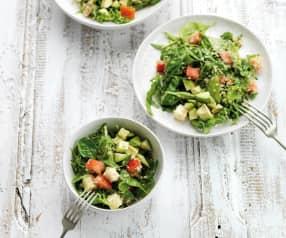 Salada de quinoa com tomate e espinafres
