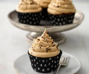 Chocolate, Peanut and Raisin Cupcakes with Peanut Butter Icing