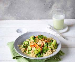 Sałatka z komosy ryżowej z ziarnami słonecznika