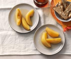 Biscotti z migdałami i gruszki w syropie