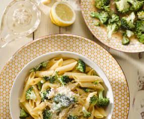 Brokolice s těstovinami a ančovičkami
