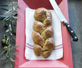Wholemeal bread with green olives and za'atar