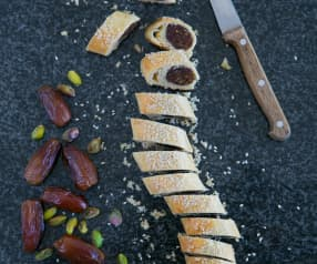 Biscuits with date, pistachio and cardamom filling