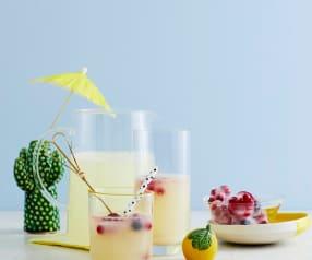 Limonade mit Frucht-Eiswürfeln