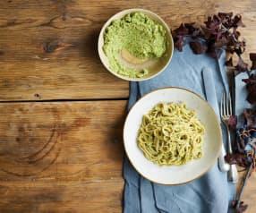 Esparguete integral com pesto de ervilhas