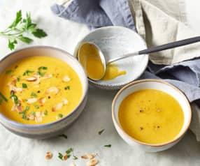 Soupe de courge butternut, curry et amandes