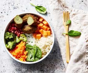Buddha bowl aux falafels de lentilles, grenade et légumes variés