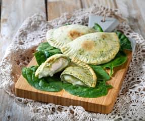 Mezzelune agli spinaci con tacchino e mozzarella