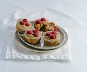 Dattel-Bananen-Muffins mit Himbeeren