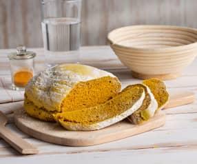 Pan rústico de cúrcuma