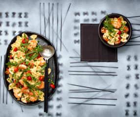 Farfalle-Salat mit Garnelen und Erbsen