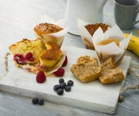 Muffins de frutos rojos y muffins de plátano y nuez
