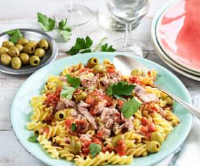 Salade de pâtes au thon et aux olives