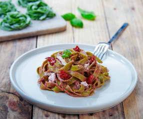 Tagliatelle agli spinaci, stracciatella e pomodorini (senza glutine)