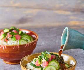 Poke bowl de arroz de coliflor