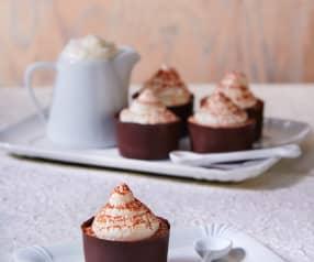 Bicchierini di cioccolato con mousse cappuccino