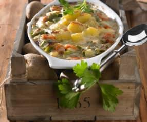 Gemüseauflauf mit Kartoffeln und Parmesan überbacken