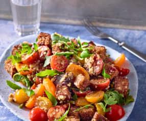 Italienischer Brotsalat mit Cherry-Tomaten und roten Zwiebeln