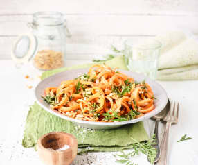 Möhrenspaghetti mit Möhrengrün-Pesto
