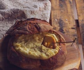Pagnotta ripiena con crema ai formaggi