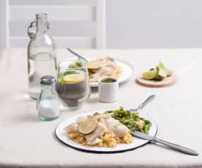 Halibut na parze z warzywami, żółtą soczewicą i zielonym sosem