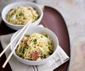 Noodles com ervilhas e chouriço