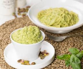 Pesto di zucchine, pistacchi e basilico