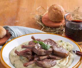 Costolette di agnello con purè di patate e spinaci