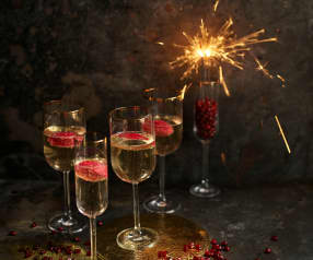 Cocktail de champanhe, framboesa e romã