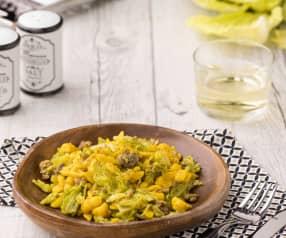 Spatzle alla curcuma con verza e salsiccia