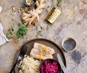 Salmão ao vapor com arroz de gengibre e couve marinada