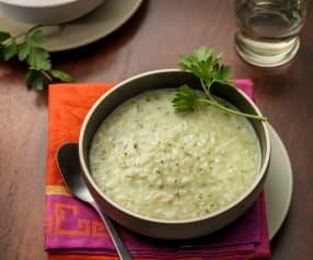 Soep van rijst, aardappelen en peterselie