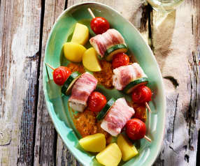 Rybí špízy s bramborami a paprikovou omáčkou