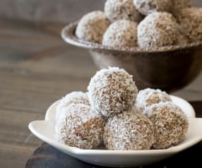 Macadamia Protein Balls with Coconut Butter
