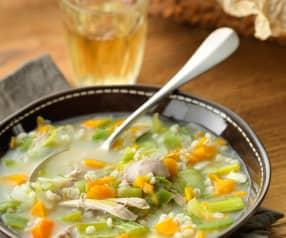 Gemüsesuppe mit Henderl und Gerste