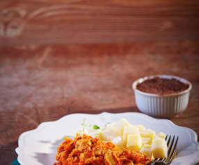 Pollo en jitomate con papas y budín de chocolate