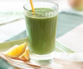 Green Smoothie with Orange, Mango and Apple