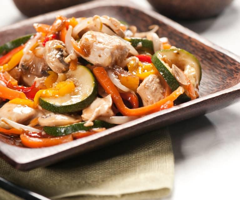 Hähnchen mit Reis und asiatischem Gemüse
