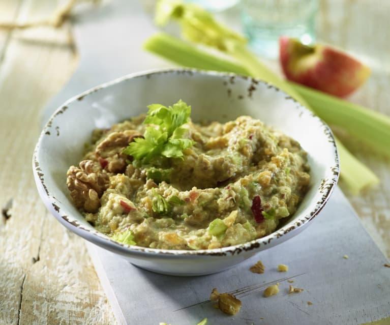 Apfel-Walnuss-Salat mit Staudensellerie