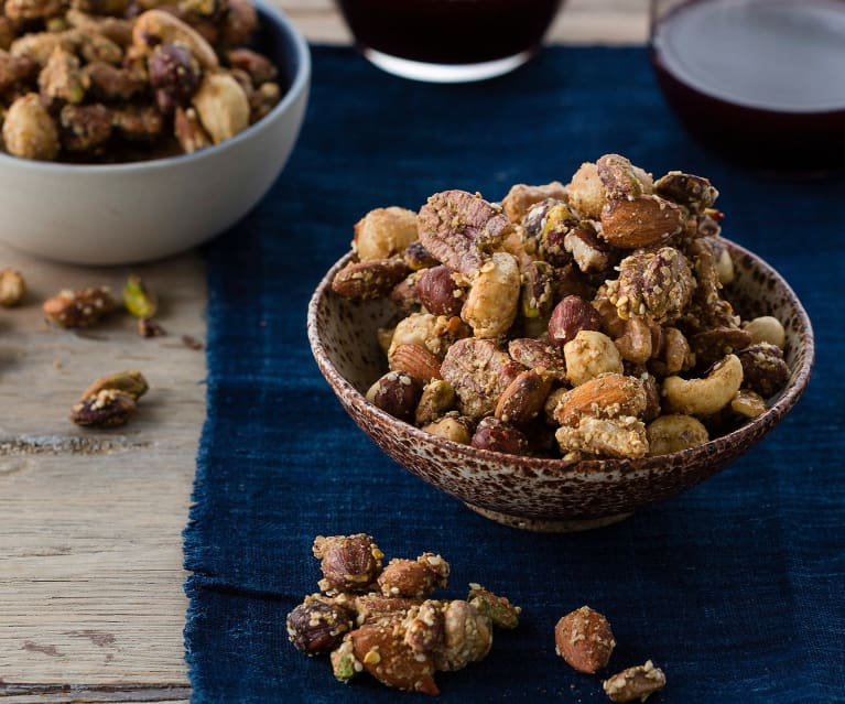 Spiced nut clusters