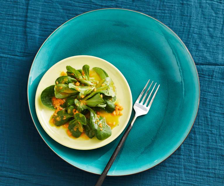 Feldsalat mit Möhrendressing