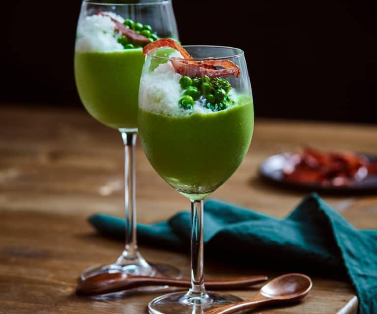 Gekühlte Erbsen-Gazpacho mit Buttermilchschnee