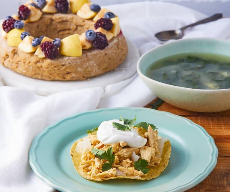 Sopa de espinaca, tostadas de pollo al cilantro y bizcocho de guayaba